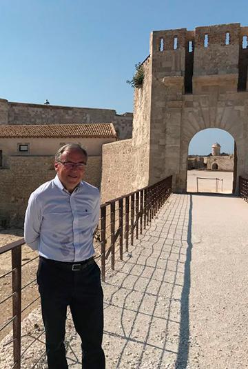 Marco Smedberg utanför Citadellet Syrakusa