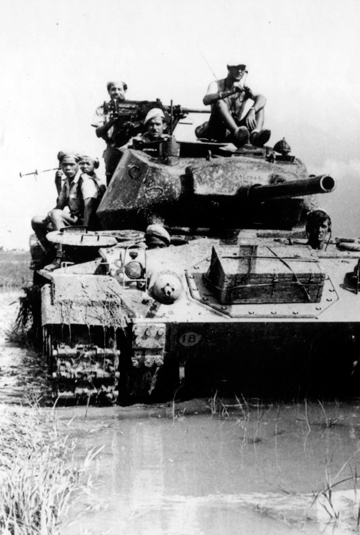 """<a href=""""http://commons.wikimedia.org/wiki/File:French_M24_Chaffee_Vietnam.jpg"""">http://commons.wikimedia.org/wiki/File:French_M24_Chaffee_Vietnam.jpg</a>"""